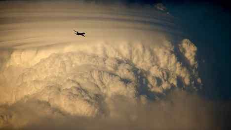 [Image: airplanethunderstorm.jpg]
