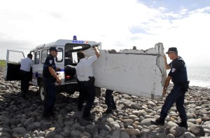 MH370 search: Debris found on Reunion being sent to France